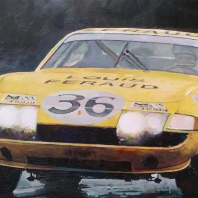 Ferrari jaune sous la pluie